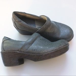 B.o.c shimmery comfort shoes clogs 6.5